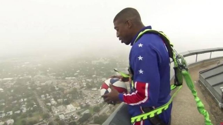 Harlem Globetrotters star tries trick shot from top of San Antonio Tower in Texas (VIDEO)