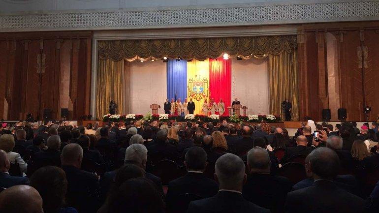 Igor Dodon sworn as president of Moldova, more than 700 guests awaited