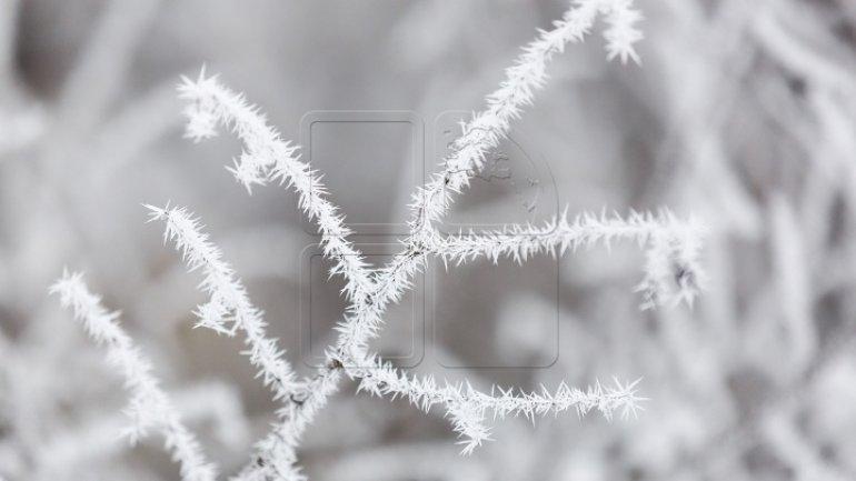 Weather gets colder. Weak snowfalls, glaze on roads
