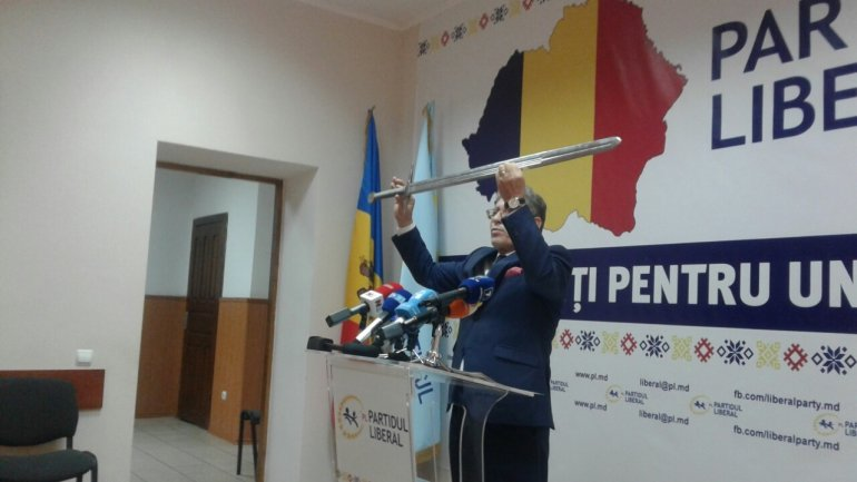 Mihai Ghimpu warns Igor Dodon to not touch commemorative stone from Chisinau centre