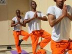 Yoga classes helping prisoners in South Africa (VIDEO)