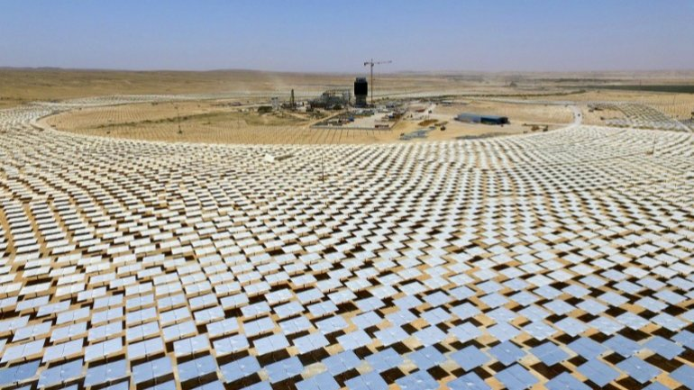 Israel builds world's tallest solar thermal tower in Negev desert (VIDEO)