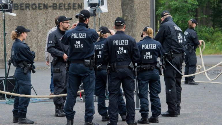 German court jails girl who stabbed policeman in name of IS