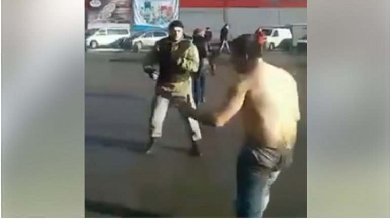 "Watch SHOCKING moment ""drunk man strips naked and tries to fight police"" in middle of street (VIRAL VIDEO)"