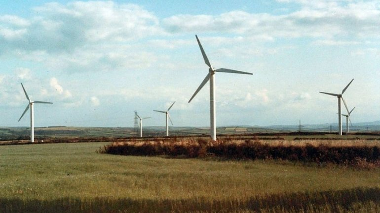Cornish village marks 25 years of UK wind power