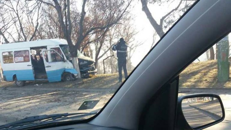 Driver and passenger in hospital after minibus crash (PHOTO)
