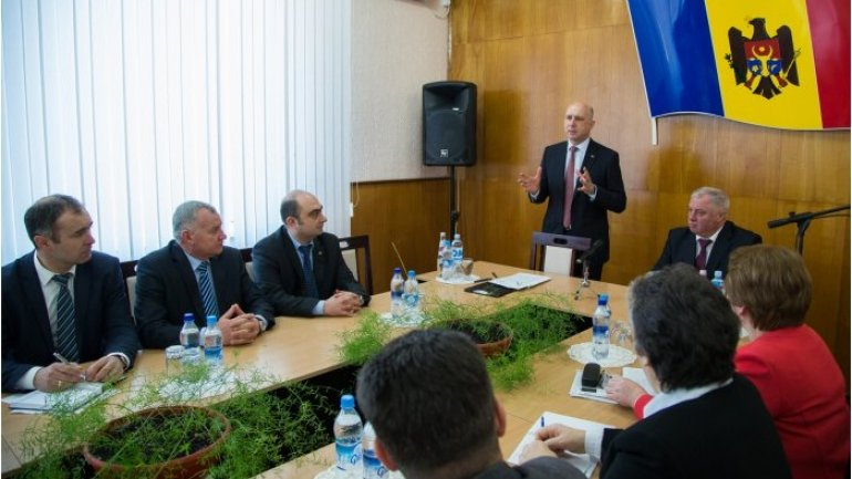 Moldovan PM meets local public authorities in Riscani district