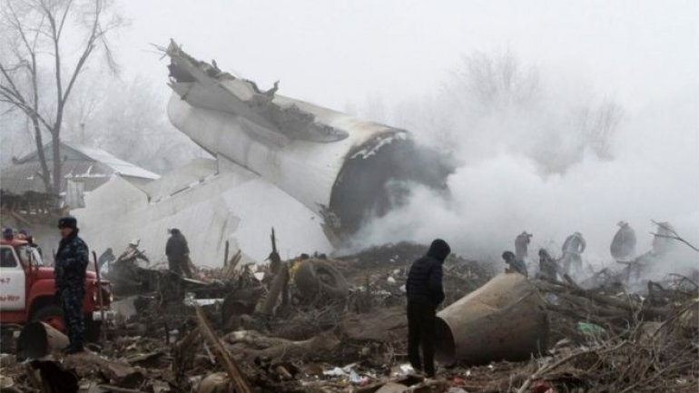 Turkish cargo plane from Hong Kong crashes into Kyrgyzstan homes (PHOTO)