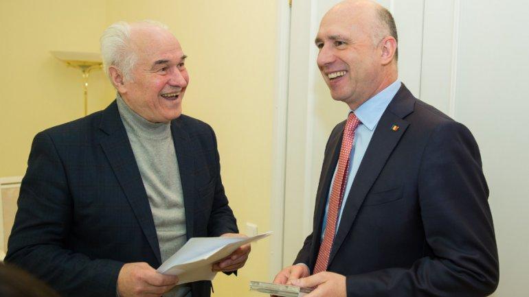 Prime Minister Pavel Filip meets national music master, Eugen Doga (PHOTO)