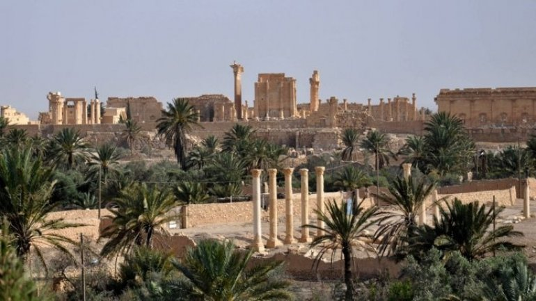 Syria: IS destroys part of Roman amphitheater in Palmyra