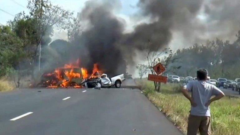 25 killed in car crash in Thailand (PHOTO)