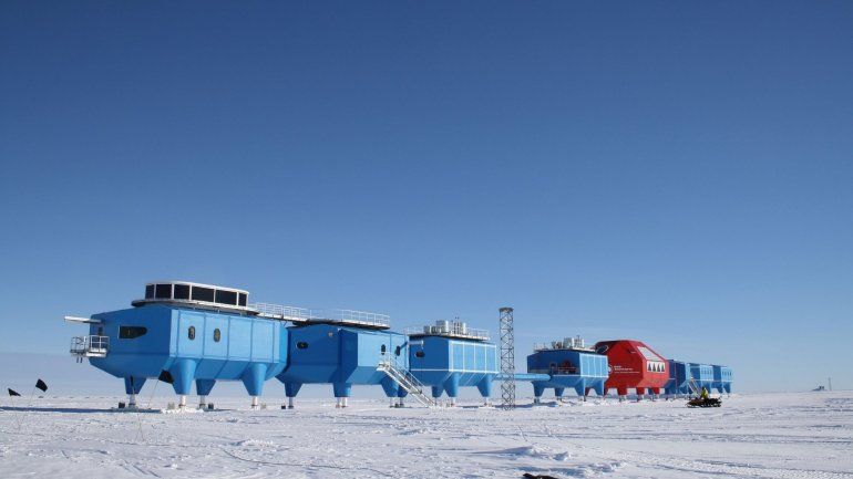 British Antarctic station to shut down for winter due to crack in ice