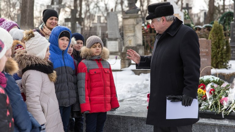A requiem was held at grave of poet Grigore Vieru (PHOTO)