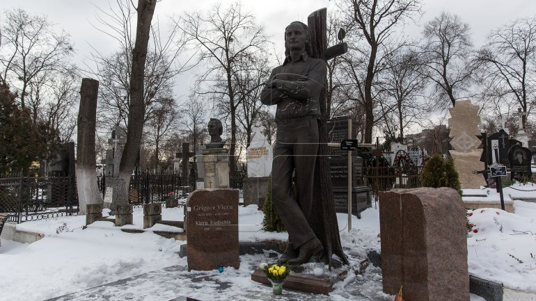 A requiem was held at grave of poet Grigore Vieru (PHOTO)