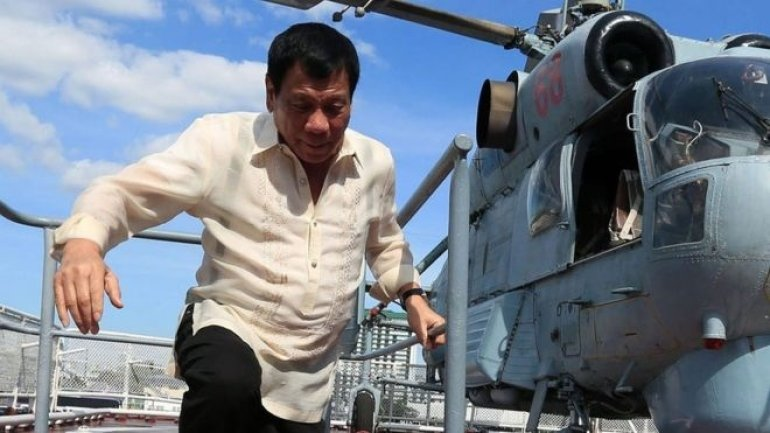 Philippines' Duterte threatens martial law