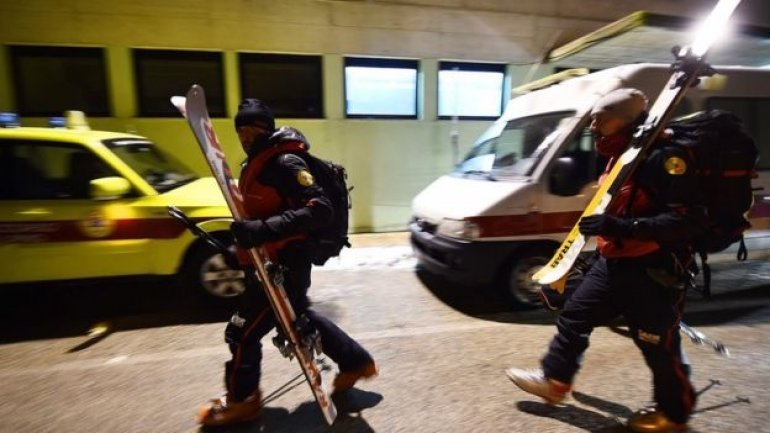 Italian avalanche rescuers race to find Rigopiano hotel survivors