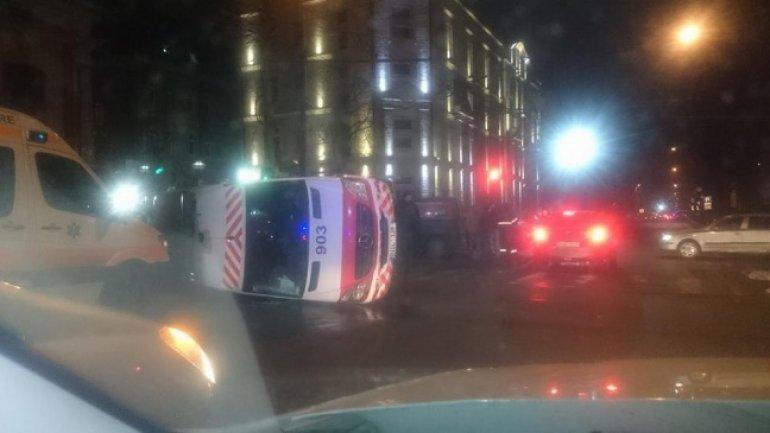 Minibus overthrew speeding ambulance in Chisinau