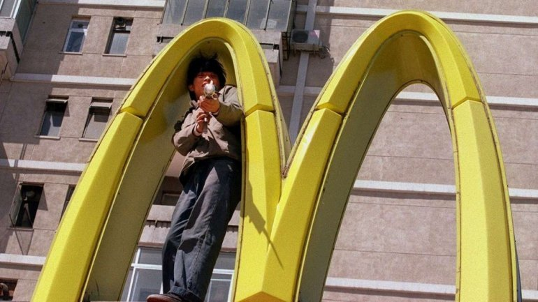 McDonald's agrees China franchise sale