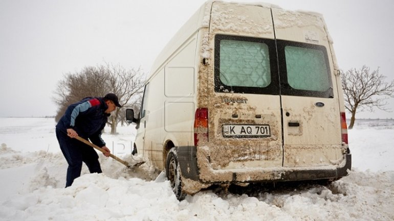 Chisinau municipal authorities complain they don't have money to clean icy sidewalks