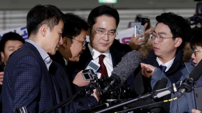 South Korea prosecutor to decide on Samsung leader's arrest warrant (VIDEO)