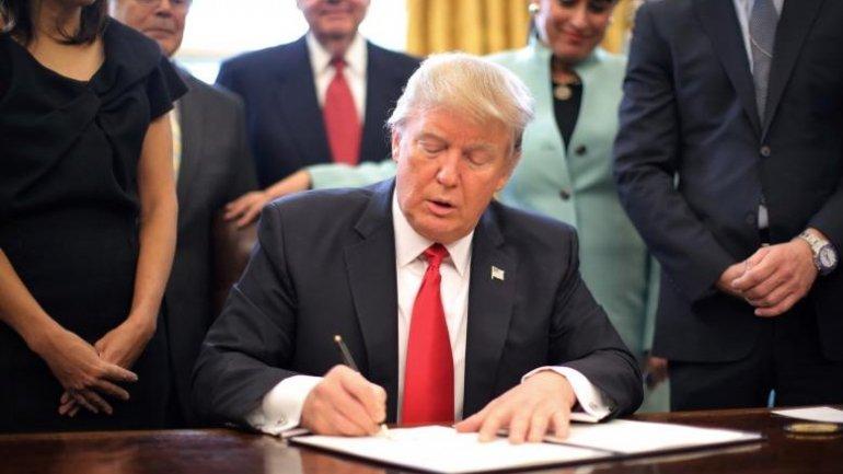 Trump signs executive order to slash regulations