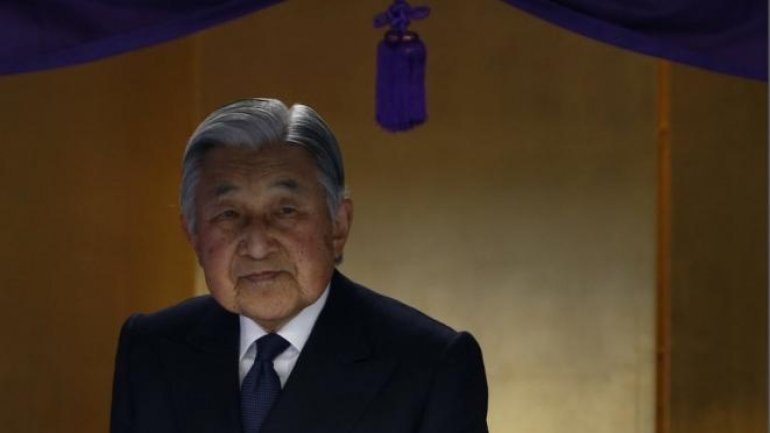 Japanese government panel leans to one-off law for emperor's abdication