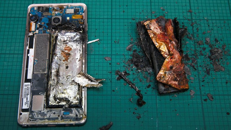 "Researchers develop battery with inbuilt ""fire extinguisher"""