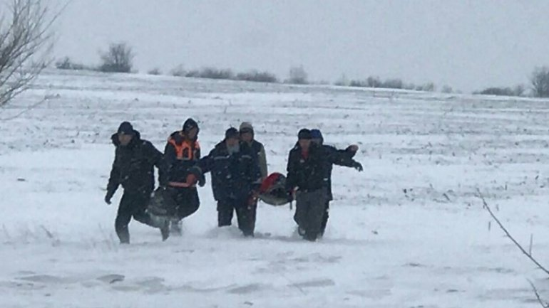 Hero-rescuers carried woman in labor to hospital