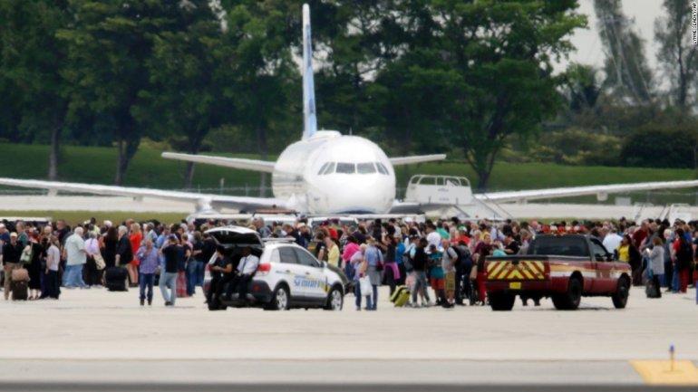 "Florida airport gunman ""was hearing voices"""