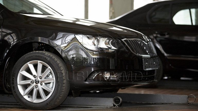 Customs Service catches gang illegally importing luxury cars from West