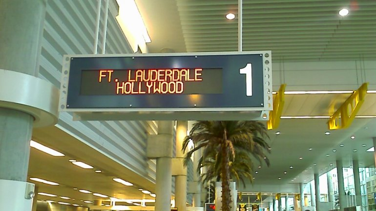 At least three dead in Miami airport shootout. Perpetrator in cusdody