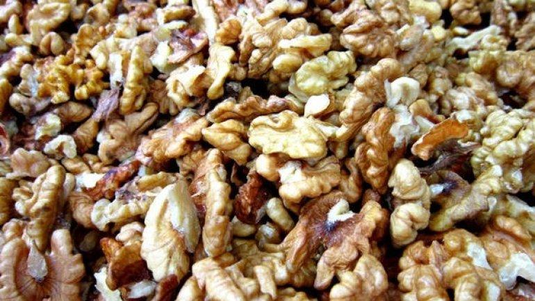 46-year-old man caught smuggling over one ton of walnuts