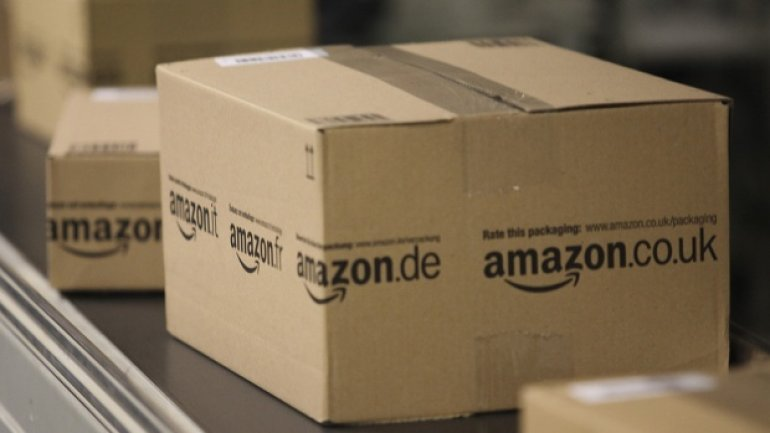 """Amazon worker hid note saying """"Greetings from Uncle Adolf"""" in parcel for Jewish mum"""