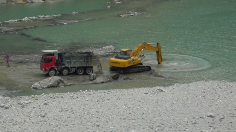 Environment Ministry wants extractors of sediments from riverbeds to go to jail