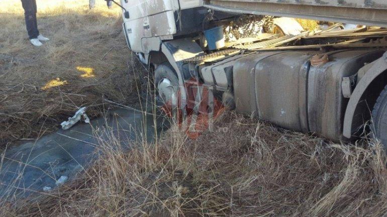 Drunk Moldovan driver overturns truck in Romania