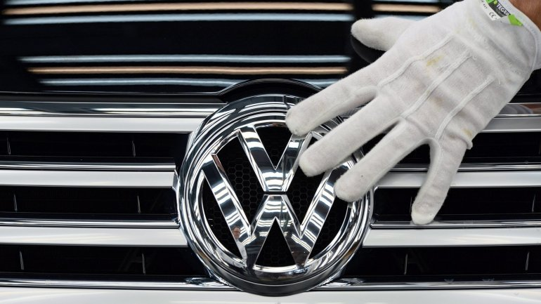 Volkswagen overtakes Toyota as the world's biggest carmaker