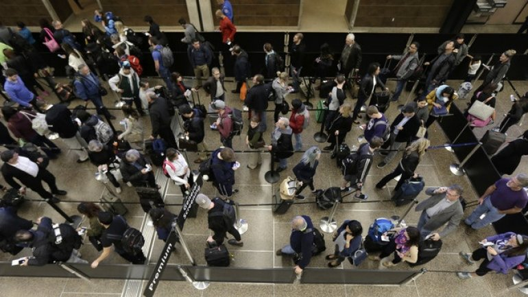 Massive lines at US airports after nationwide customs outage
