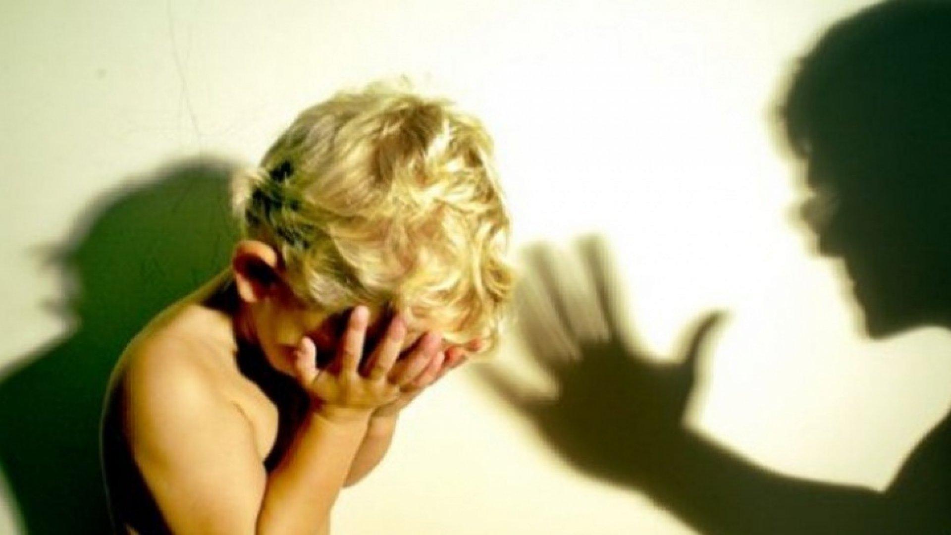 Сын наказал свою мать жестоко, Властная мать наказала нахального сына 17 фотография