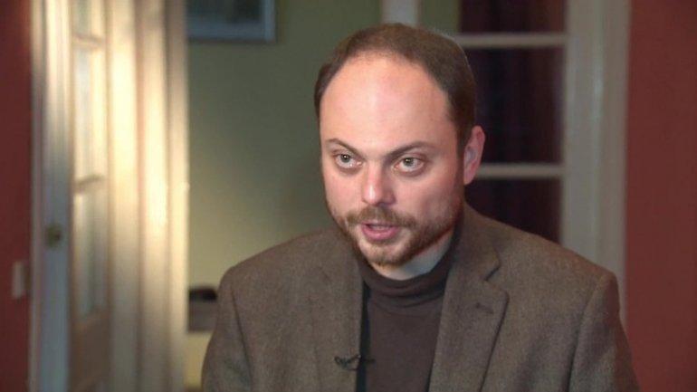 Poisoned Russian Federation critic Vladimir Kara-Murza leaves for treatment