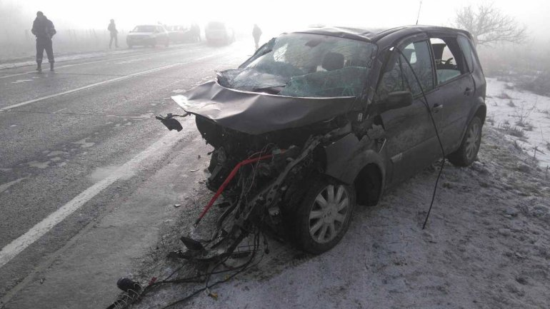Car catches fire on Chisinau-Orhei route. Four injured, one in serious condition (PHOTO)