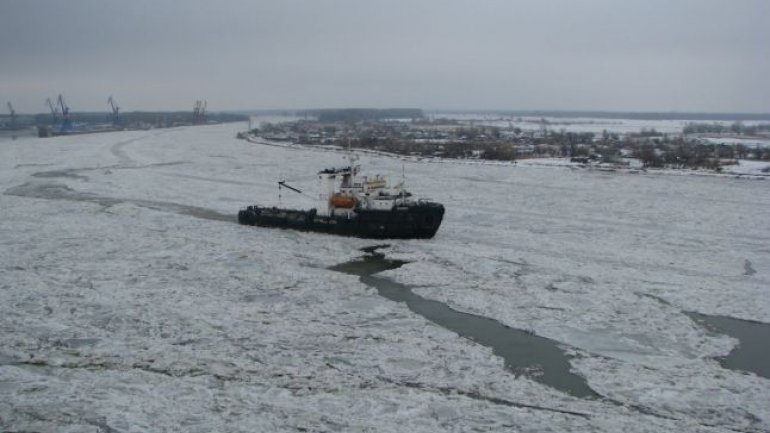 Danger of inevitable catastrophe on the Danube Delta. Ships stuck in ice (PHOTO)