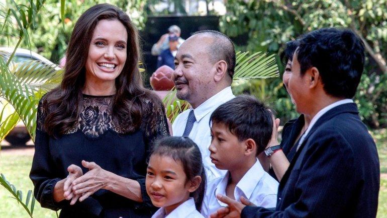 Angelina Jolie makes first public appearance since split