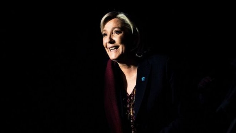 France election: Far-right's Le Pen rails against globalisation