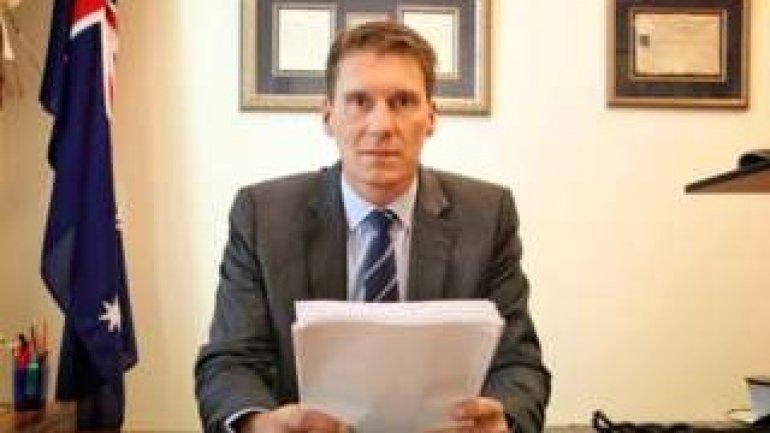 Cory Bernardi: Australian senator defects to launch right-wing party