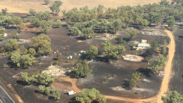 "Australia bushfires: ""Most buildings"" in tiny town damaged"