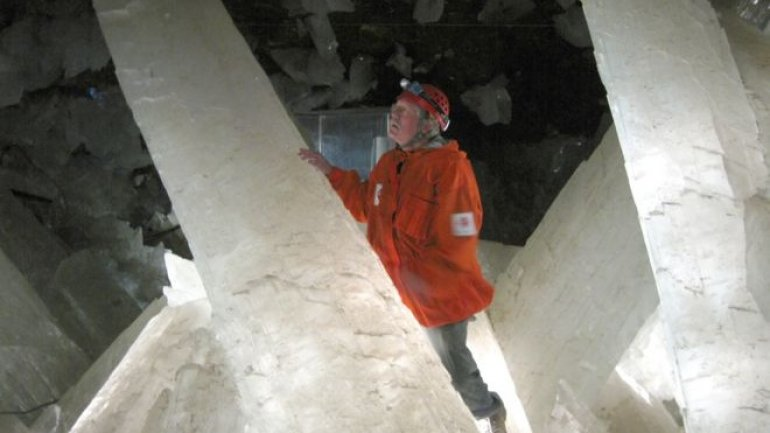 Naica's crystal caves hold long-dormant life