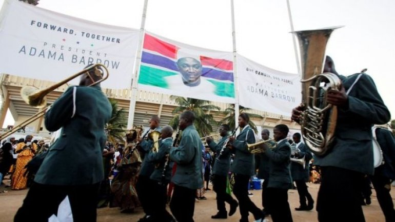 The Gambia: Crowds swell for President Barrow inauguration