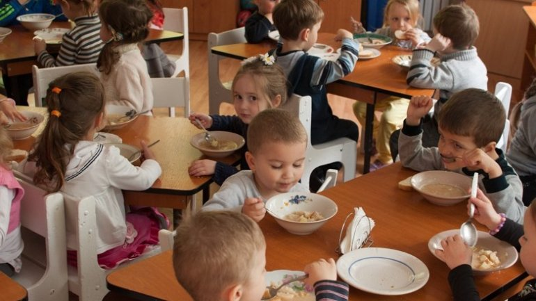Parents UNHAPPY with their children's menu in kindergartens
