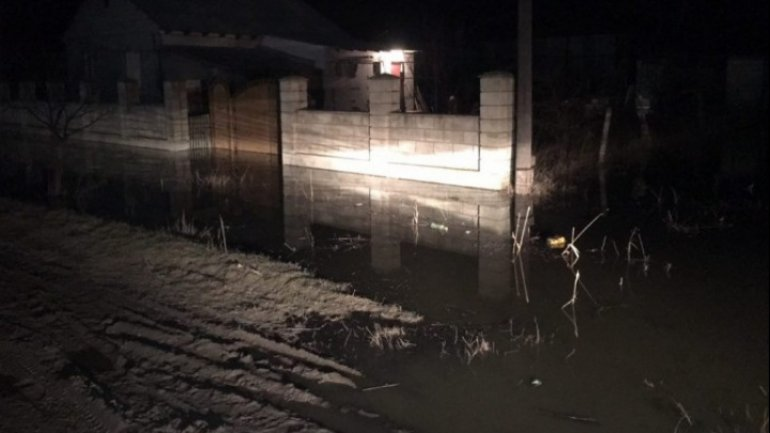 Lake floods households in southern town of Comrat