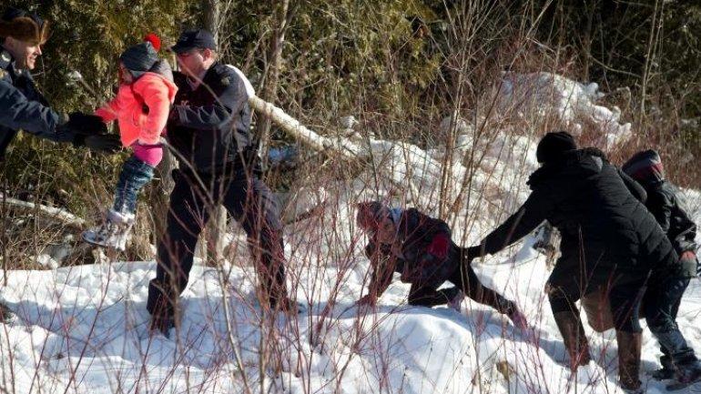 Eight people flee U.S. border patrol to seek asylum in Canada